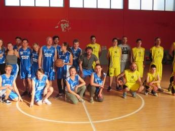 Basketballspiel mit ortsansassigen Jugendlichen 19.10.17 Kalavrita