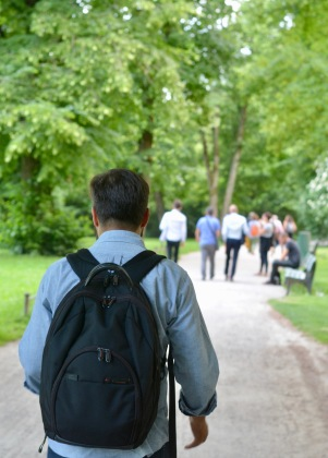 Spaziergang durch den Englischen Garten zur Abendverstaltung.