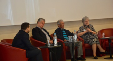 Zeitzeugengespräch mit Dr Zelepos, Theodores Gavras und Sigrid Skarpelis-Sperk (v.l.n.r.)