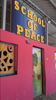 chool of Peace. Auf dem Gelände des Community Centers OHF hat sich eine weitere Organisation niedergelassen um den Geflüchteten Kurse anzubieten. Kinder und Erwachsene haben hier unter anderem die Chance Englisch und Griechisch zu lernen. Unterrichtet werden sie meist von freiwilligen Muttersprachlern.